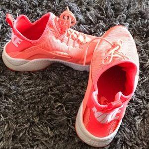 Women's Nike Huarache Shoe